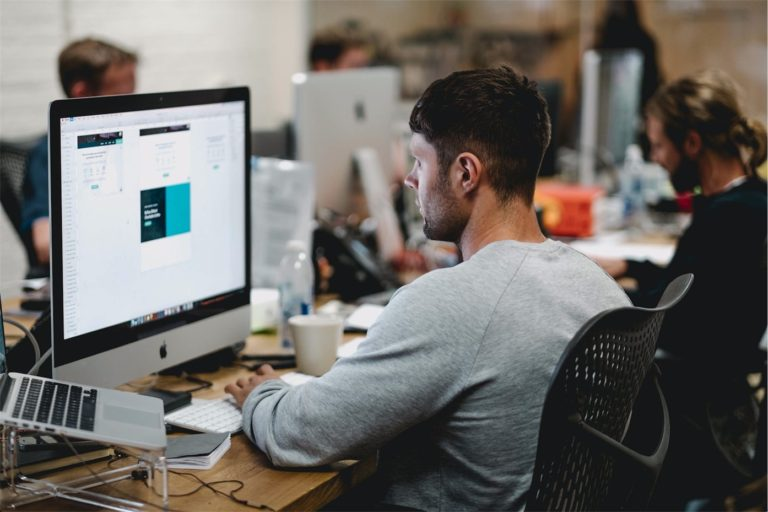 6 Reasons You Should Hire a Professional Graphic Designer For Your Business