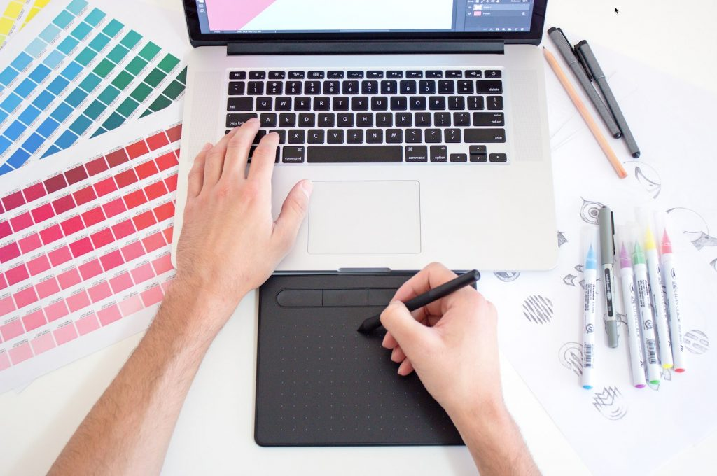Guide To Becoming a Top Graphic Designer in 2020
