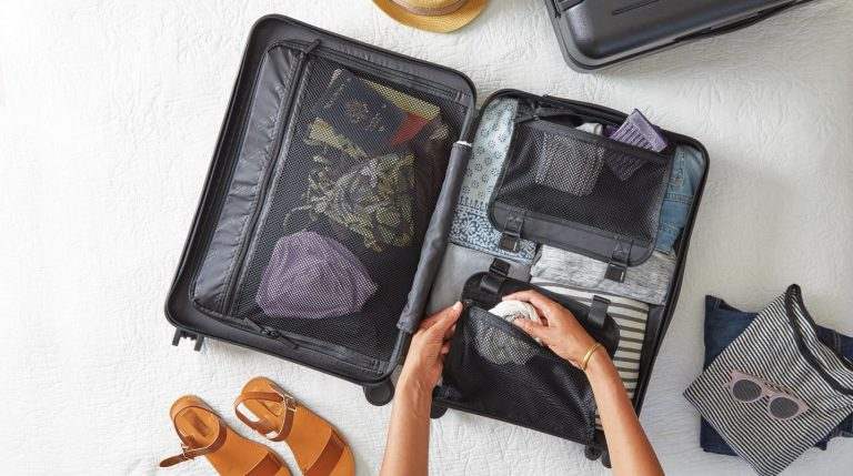 Tips to Travel Light For Holiday Trips