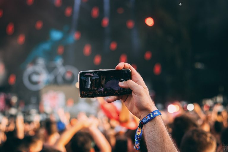 Aircam Let's You Easily Share Photos at Events