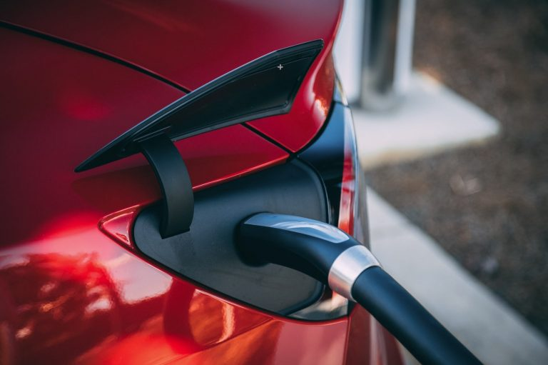 Drive an Electric Car Without The Hassle With The Help of Borrow