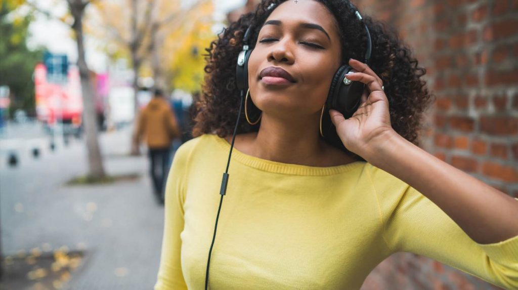 Apple Music or Spotify? Which Music Streaming Service to Choose