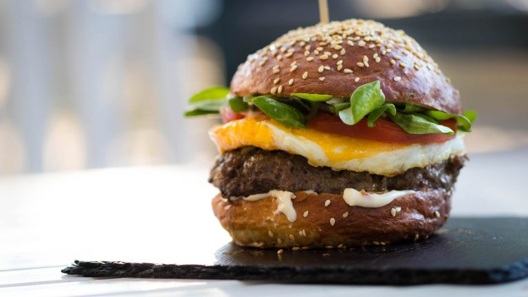 21 Best Burger Restaurants in Los Angeles You Absolutely Have to Try